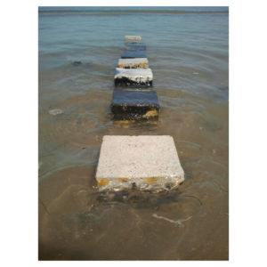 Installation artistique sur l'île de Ré - Variation 9 - Cubic or not Cubic - Huit cubes en béton